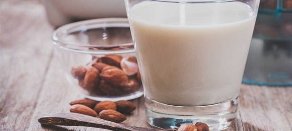 Cách làm sữa hạnh nhân thơm ngon, chỉ với vài bước đơn giản